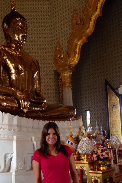 Imponentes salones en donde las estatuas budistas son el centro de atenc...