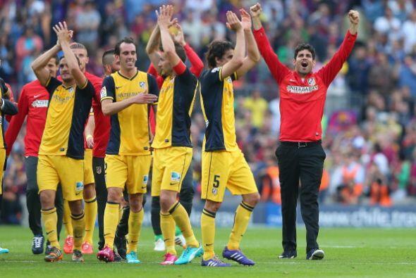 La afición del Barcelona reconoció con aplausos al campeón.
