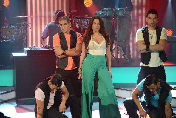Bastante sexy y dispuesta a demostrar su talento estuvo Nayer, la cantan...