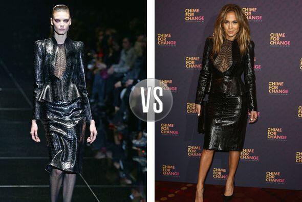 La verdad es que este vestido de Gucci le quedó mucho mejor a  Jennifer...