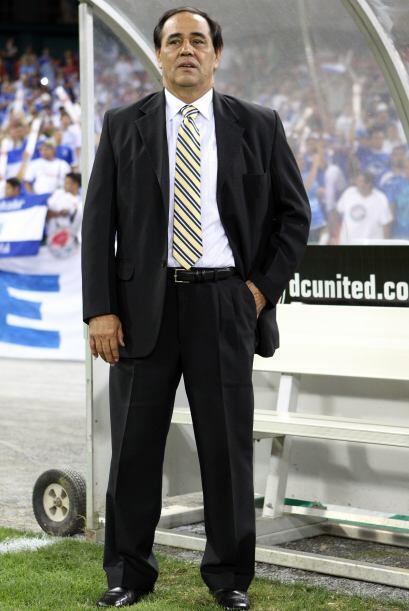 José Luis Rugamas, técnico interino de El Salvador le pediría a Santa Cl...