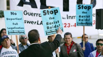 Redadas de migrantes centroamericanos preocupa a demócratas del Congreso.