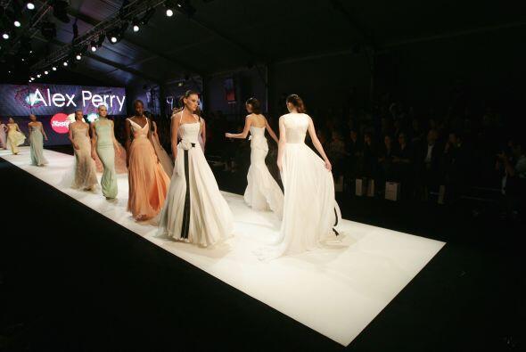 Los moños son un clásico de los vestidos de novia, pero si quieres usar...
