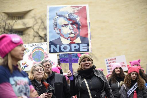Una gran multitud rosa se toma Washington D.C. Nope.jpg