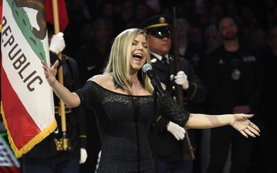 Fergie interpretó una versión diferente del himno nacional...
