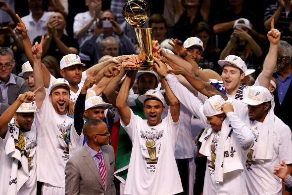 Junio 15 - Los Spurs ganan a los Heat la final de la NBA. El título es e...