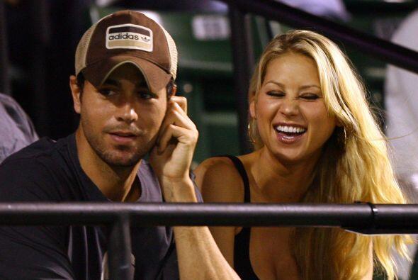 Su novio es el codiciado cantante español Enrique Iglesias, con quien se...