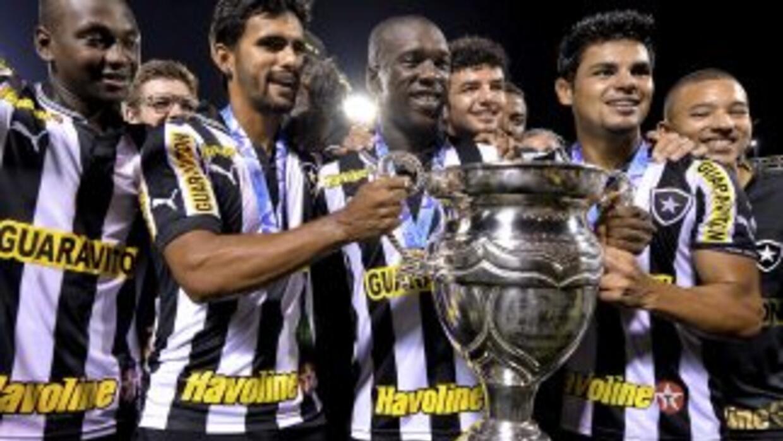 Botafogo, liderado en la cancha por el holandés Clarence Seedorf, ganó...