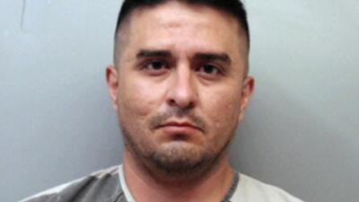 """Agente fronterizo acusado de matar a cuatro mujeres en Texas era un """"padre y esposo ejemplar"""""""
