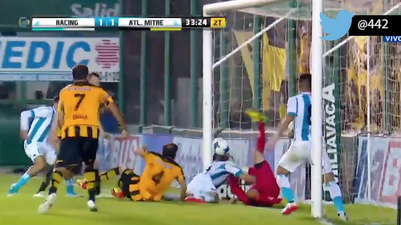 El insólito gol de Lisandro López con su espalda y de rebote en la Copa...