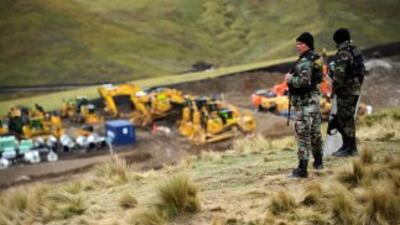 Tres mineros murieron tras quedar atrapados por un derrumbe en un socavó...