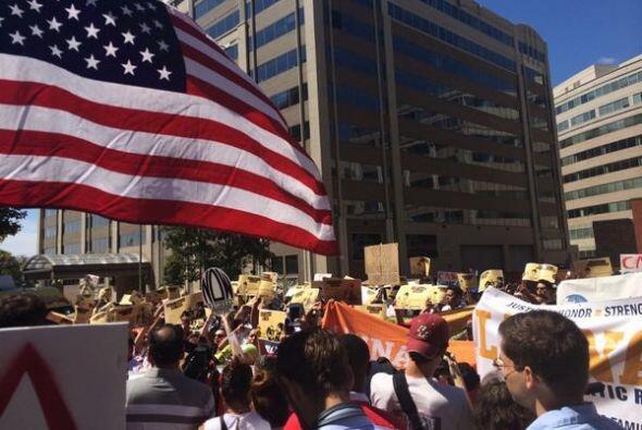 Los inmigrantes aseguran que seguirán en las calles hasta que el...