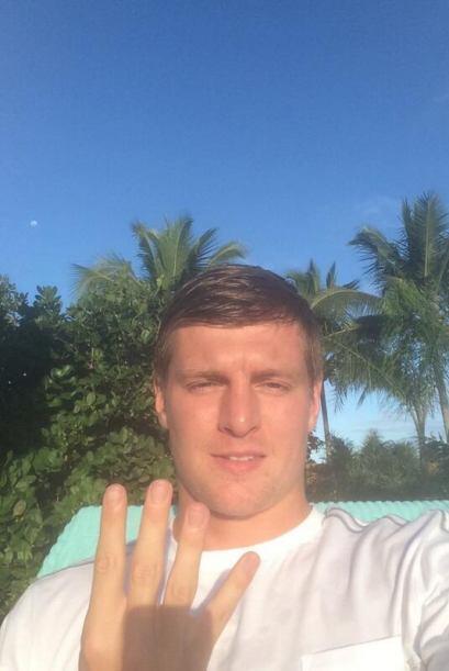 Toni Kroos, también de la 'Mannschaft' se sumó a los festejos públicos p...
