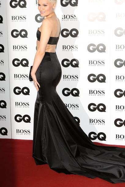 Enseñar abdomen estuvo de moda y al igual que Emma Watson, Jessie J tamb...
