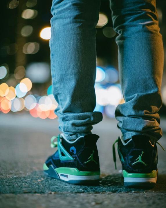 Con sus Jordans en las hermosamente ajetreadas calles de Nueva York.