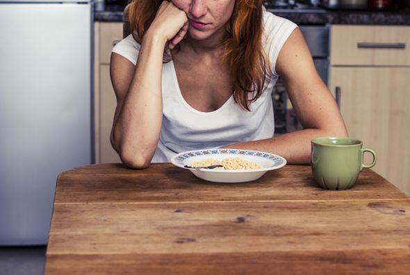 9-Los enfermos de úlcera deben comer constantemente: Falso: Si bien no e...