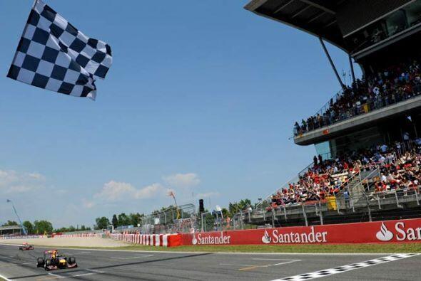 Al final, Vettel cruzó la meta con menos de un segundo de ventaja sobre...