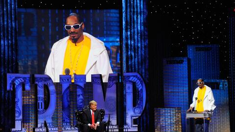 Snoop Dogg ha compartido el mismo escenario con Donald Trump, pero no de...