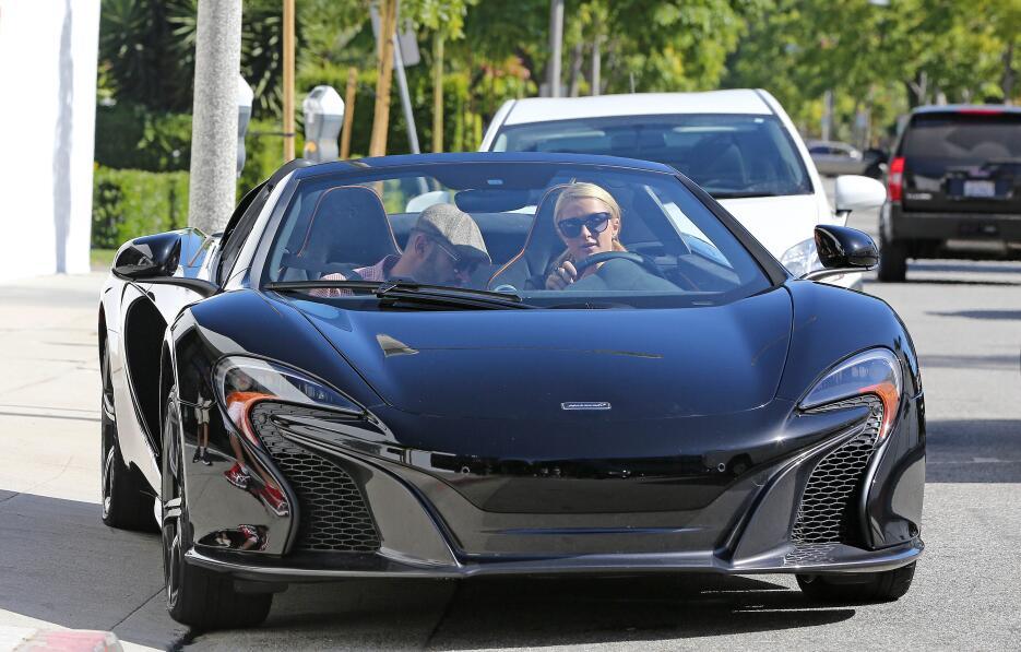 Paris Hilton y sus autos
