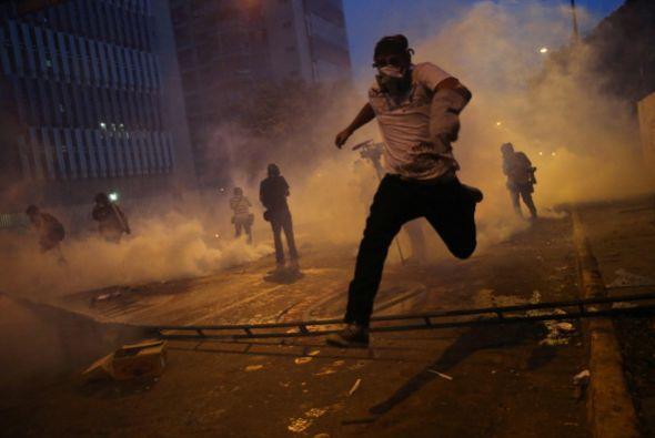 Tras no poder marchar, se produjeron enfrentamientos entre grupos de j&o...