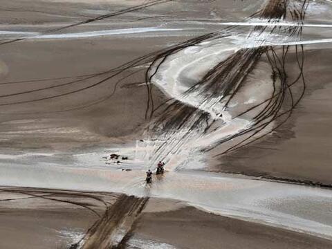 Salir del desierto no fue nada fácil, y el agua se convirti&oacut...