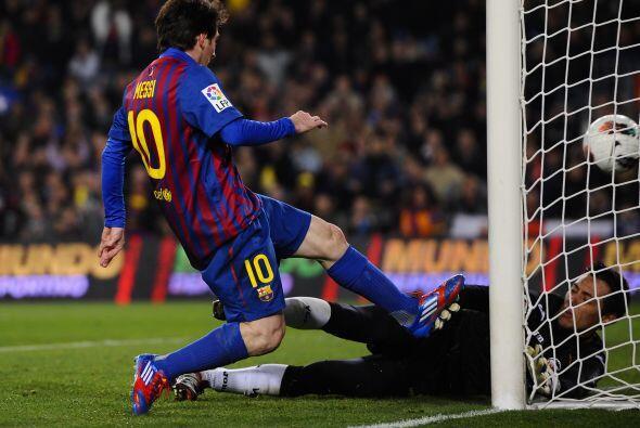 Y casi de inmediato, al 27', el propio Leo aprovechó un error del meta v...