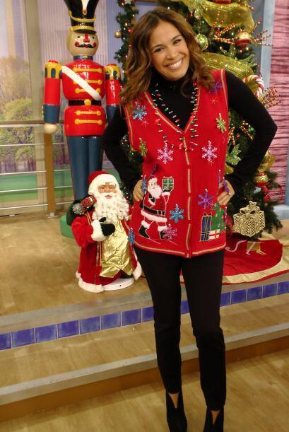 Karla no perdió el estilo y nos mostró un lindo suéter rojo. ¡Se ve herm...