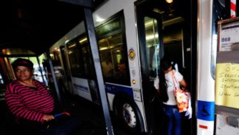 Un chico de 14 años disparó contra un hombre que viajaba en autobús en B...