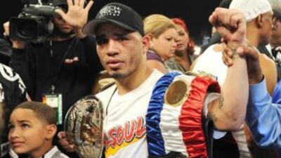 Cotto retuvo el título súper welter al vencer por nocáut en diez asaltos...