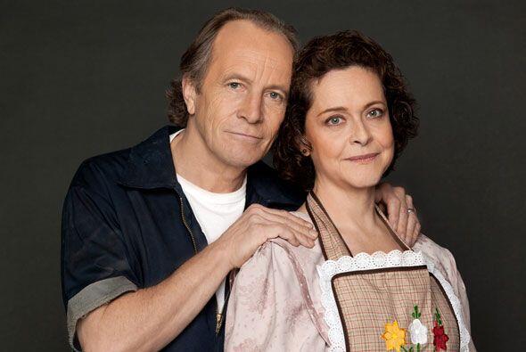 Silvia Mariscal y Juan Carlos Colombo interpretan a los padres de Teresa.