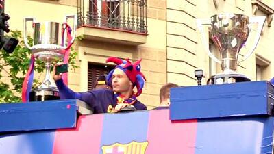 Con un 'Poeta' y dos copas al frente, Barcelona salió a las calles a festejar con sus fans
