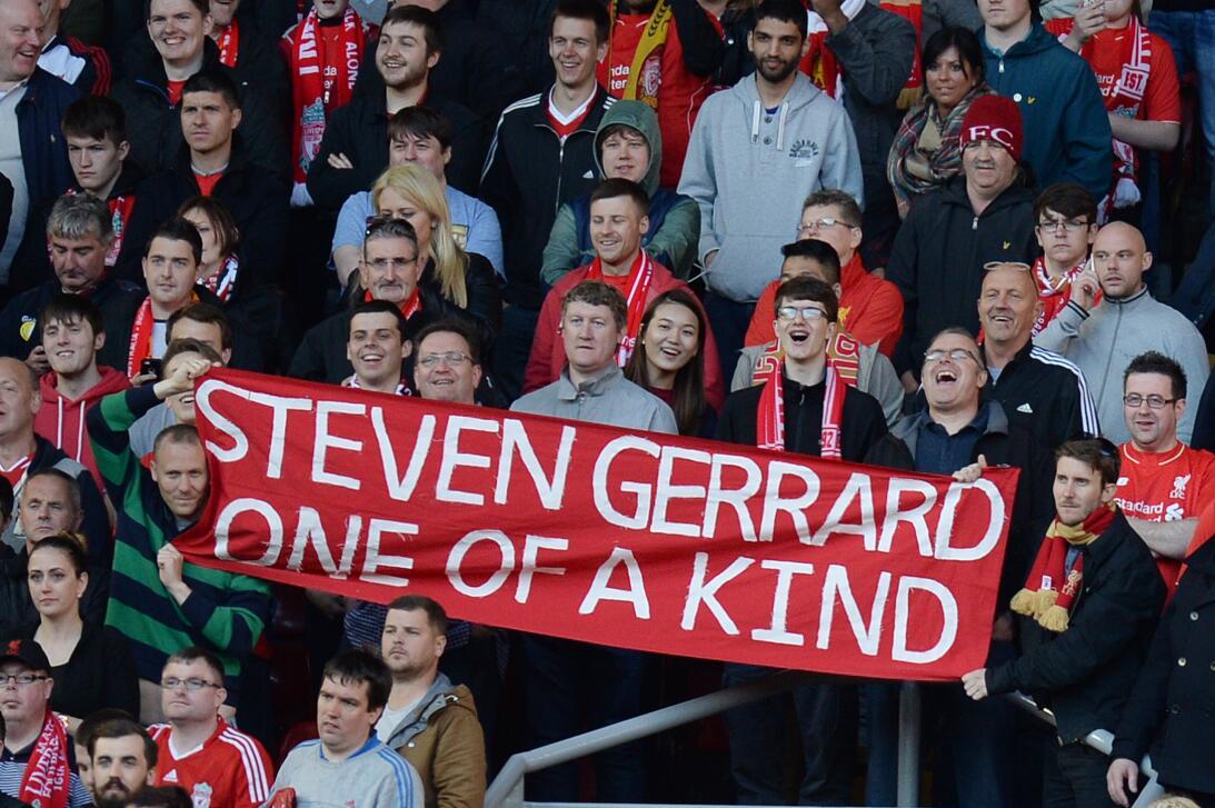 Steven Gerrard: 19 datos en 19 años de carrera ejemplar Fanáticos.jpg