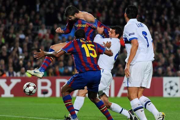 No pudieron parar a Piqué en esta jugado en la que marcó el primer gol d...