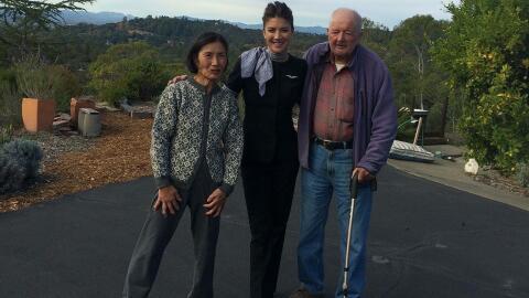 Art Grant, de 95 años, y su esposa Suiko, de 75, posando con su h...