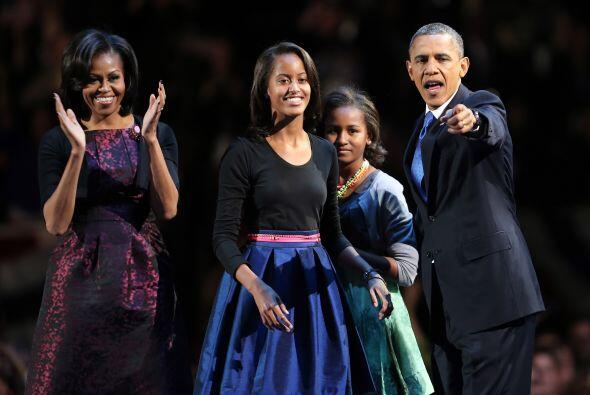 Sasha y Malia, las hijas del presidente Barack Obama, lucían sere...