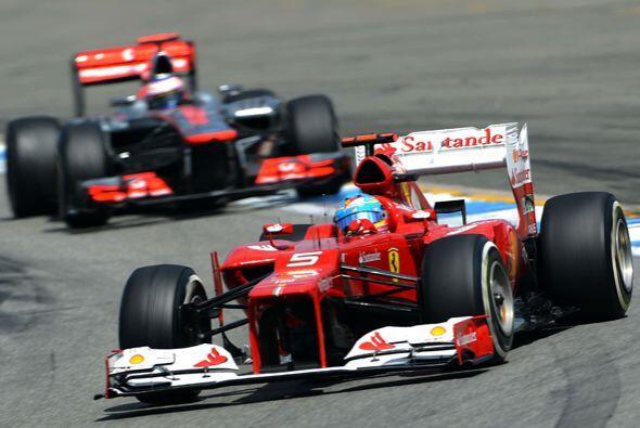 Uno de los momentos más emocionantes fue cuando Alonso y Hamilton disput...