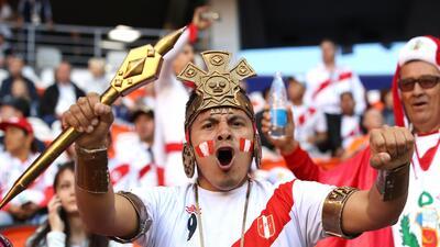 La pasión inca y el orgullo vikingo disfrutan entre la hinchada de Perú y Dinamarca