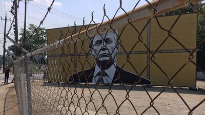 En fotos: Un artista construye en Atlanta un muro fronterizo con inmigrantes indocumentados