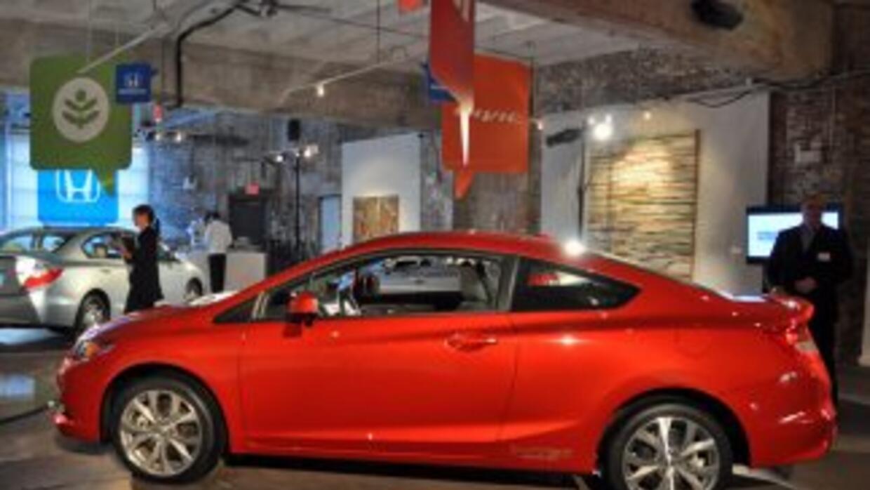 El Civic Si Sedán y el Civic Si Coupé son los dos modelos de más alto re...