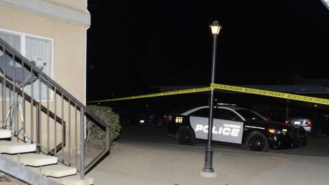 Autoridades en Fresno, California investigan el asesinato de un adolesce...