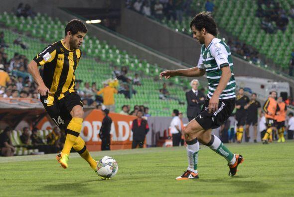Santos llegó a 13 puntos en el Grupo 7 y Peñaron se quedó en cuatro unid...