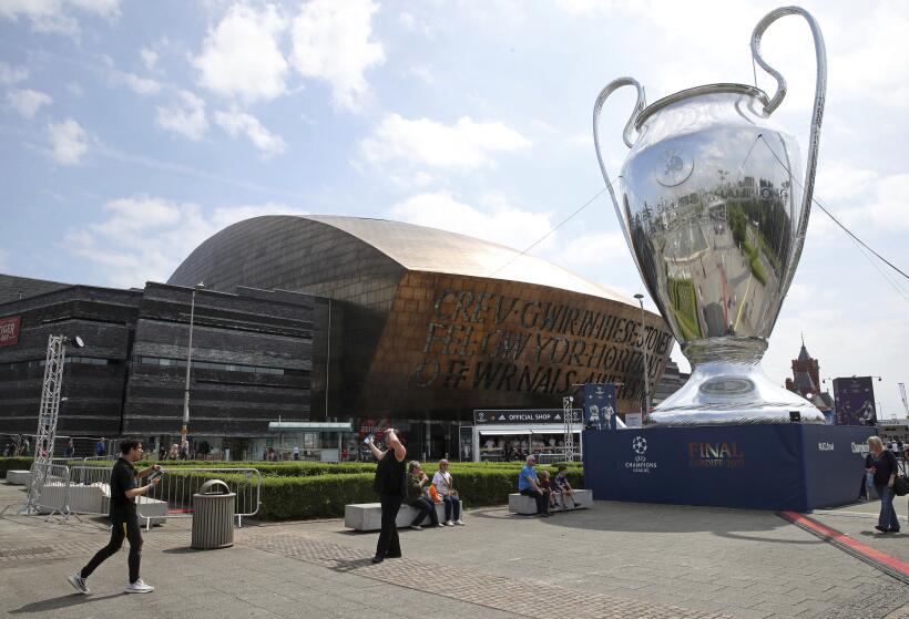Black Eyed Peas amenizó la final de la Champions League en Cardiff AP_17...
