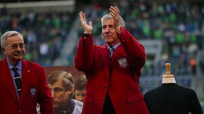 MLS le rinde homenaje a Sigi Schmid nombrando el premio al mejor DT de la liga con su nombre