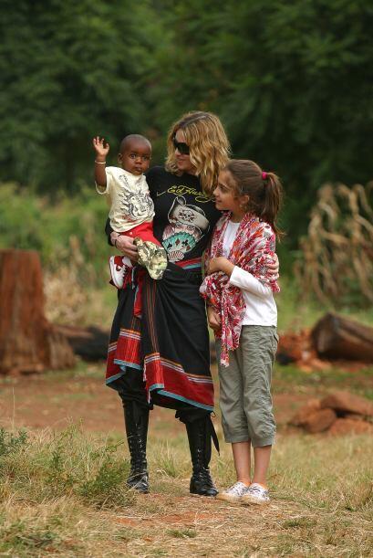 Cuando visitaron África en busca de un bebé Lourdes mostraba un estilo m...