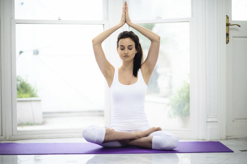 Por ejemplo, el yoga (una práctica que conecta el cuerpo, la resp...