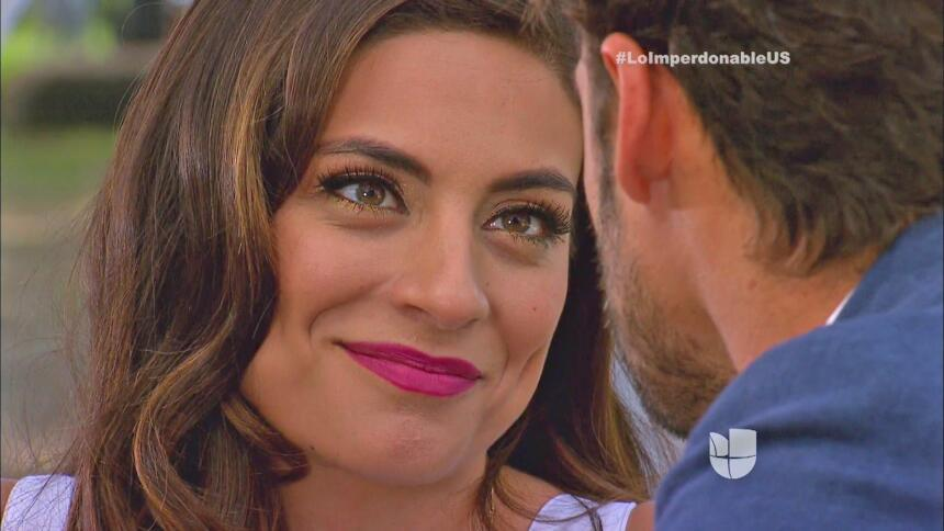 ¡Martín y Verónica se besan!