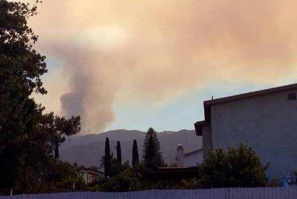 En medio de los pronósticos de calor sin precedentes, un incendio forest...