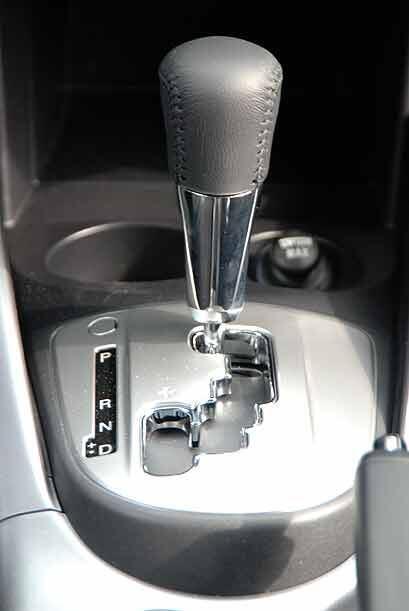 La transmisión automática de seis velocidades se puede utilizar en modo...