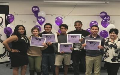 Un joven hispano que gracias a su dedicación logró entrar becado a TCU