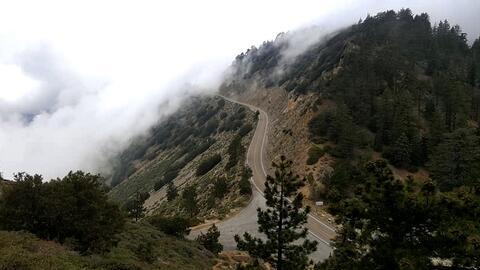 La carretera 2 que atraviesa el Bosque Nacional Ángeles.